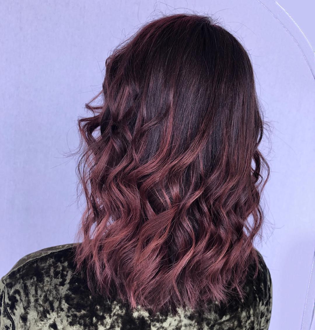 Cor-de-cabelo-chocolate-malva-História,-fotos,-inspiração,-tendências