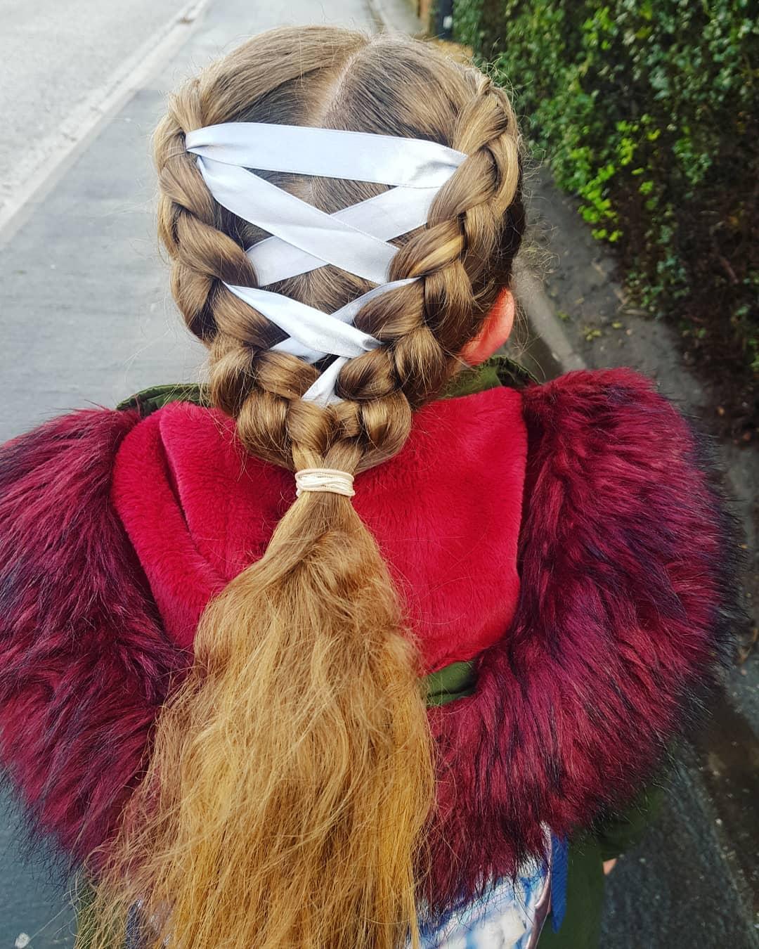 Cabelo-elegante-Tranças-de-espartilho,-idéias-de-penteados-modernos