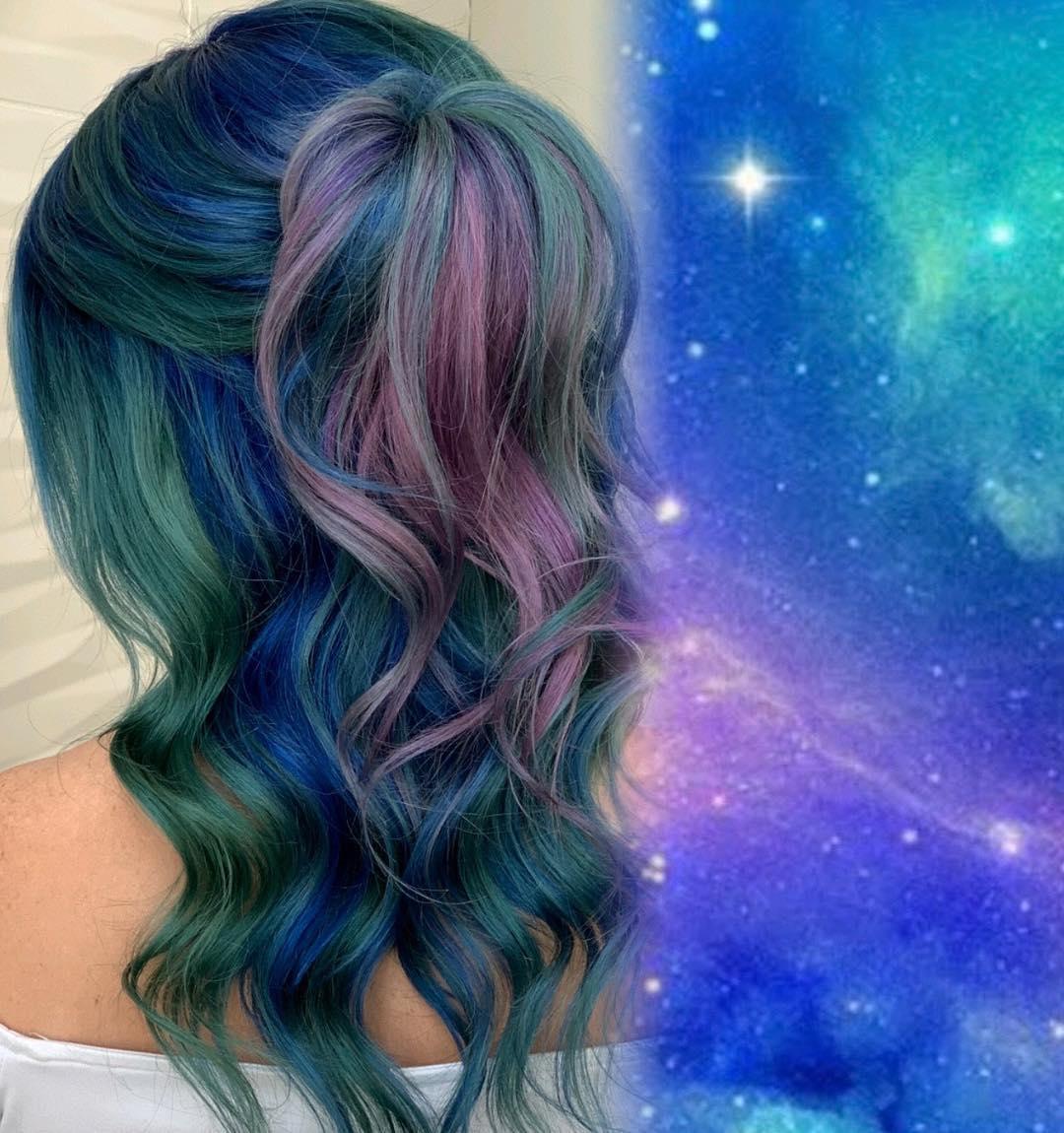 Cabelo-galaxia-Tendências-atuais-de-cor-de-cabelo-para-mulheres