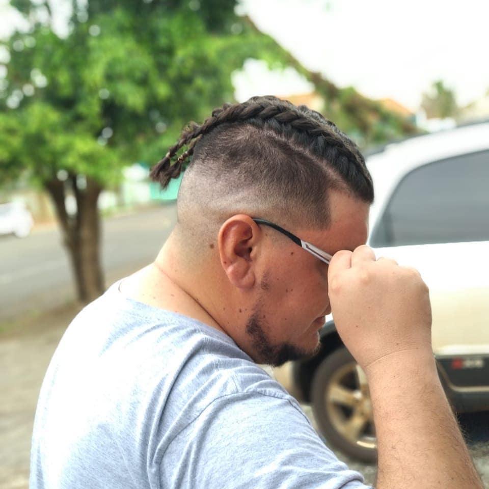 Tranças-masculinas-Penteados-modernos-para-cabelo-grande-masculino